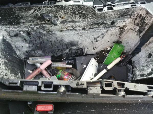Ô tô hư hỏng nặng vì chai dầu gội trong xe phát nổ - Ảnh 2.