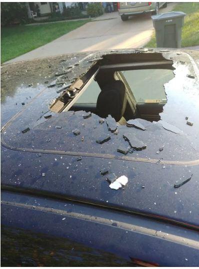 Ô tô hư hỏng nặng vì chai dầu gội trong xe phát nổ - Ảnh 1.