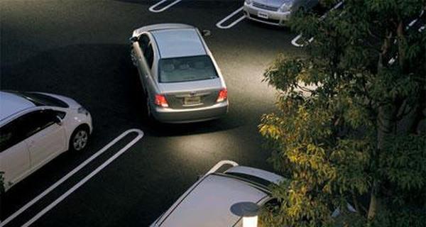 Lùi xe ô tô sao cho đúng cách và an toàn? - Ảnh 2.