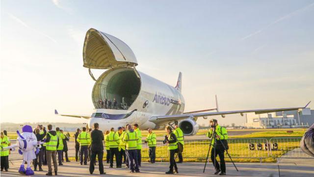 Máy bay cá voi dễ thương Airbus Beluga XL chính thức được đưa vào hoạt động sau một thời gian dài thử nghiệm - Ảnh 1.