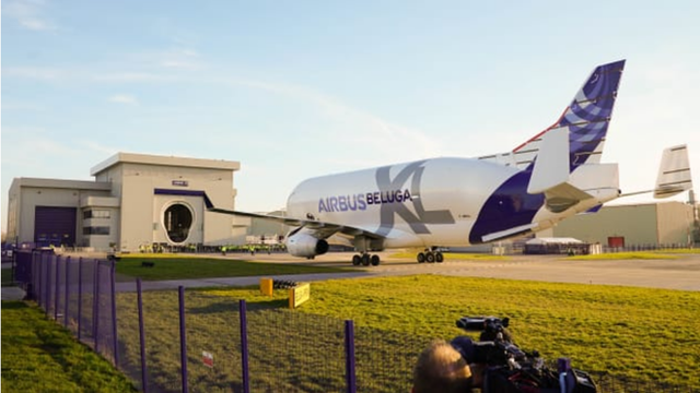 Máy bay cá voi dễ thương Airbus Beluga XL chính thức được đưa vào hoạt động sau một thời gian dài thử nghiệm - Ảnh 5.