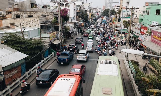 Chùm ảnh Flycam người dân ùn ùn đổ về quê ăn Tết, các ngả đường về bến xe lớn nhất Sài Gòn ùn tắc kinh hoàng - Ảnh 1.