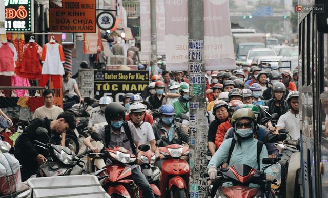 Chùm ảnh Flycam người dân ùn ùn đổ về quê ăn Tết, các ngả đường về bến xe lớn nhất Sài Gòn ùn tắc kinh hoàng - Ảnh 11.