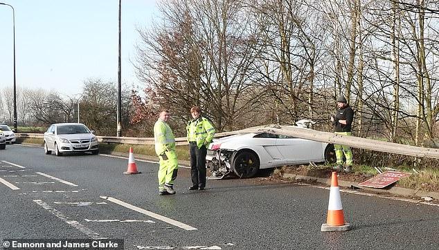 Lamborghini Gallardo nát bươm, sao MU hú hồn thoát chết - Ảnh 3.