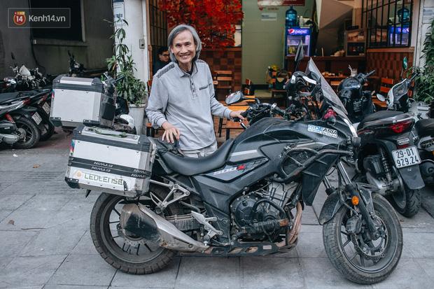 Đầu xuân, gặp cụ ông 66 tuổi đi xe máy qua 39 quốc gia, 40 vùng lãnh thổ: