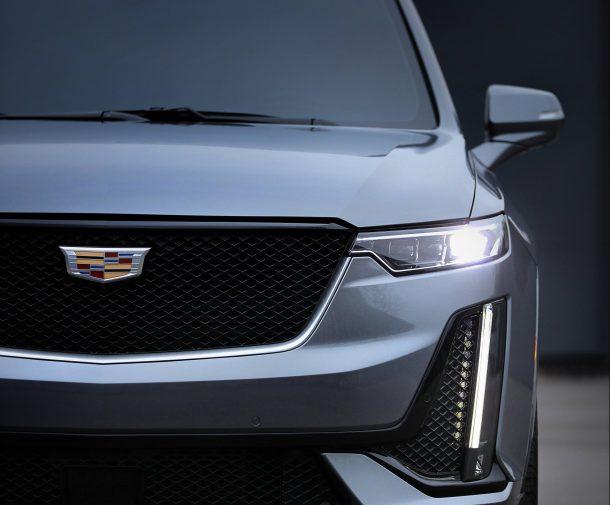 Logo của Cadillac lúc ở chỗ này, lúc ở chỗ khác và đây là lý giải tại sao - Ảnh 1.