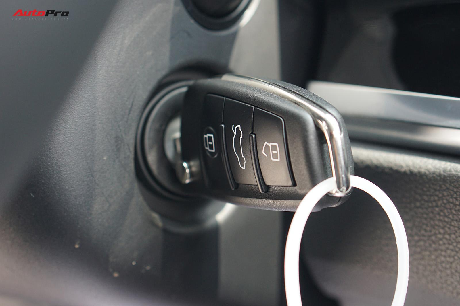 Chìa khóa cơ là trang bị hiếm thấy trên xe sang có giá trên 2 tỷ đồng.