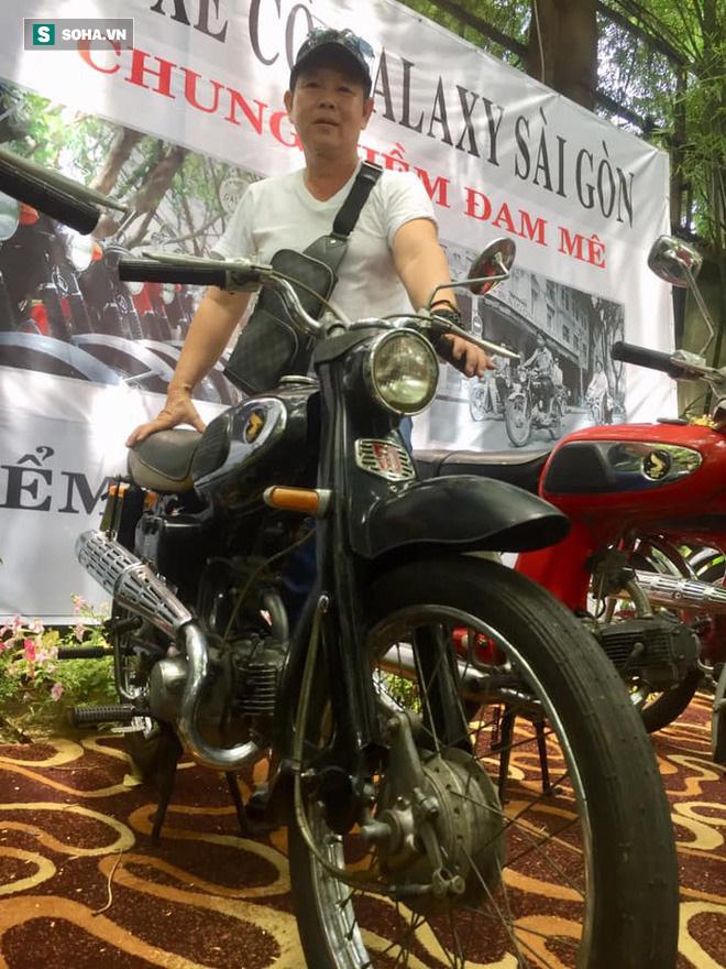 20 năm chơi xe máy cổ, anh Long cho biết Sài Gòn tập trung đông đảo và đa dạng giới chơi xe, từ đại gia, người kinh doanh, người lao động tự do...