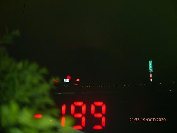 Tài xế Mercedes phóng 199km/h trên cao tốc - Ảnh 2.