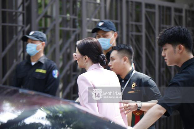 Hương Giang lái siêu xe Matt Liu tặng đến workshop Hoa hậu Chuyển giới Việt Nam, giật trọn spotlight với khí chất sang chảnh - Ảnh 3.