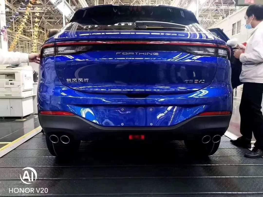 Hình ảnh xe được chụp trong dây chuyền tại Trung Quốc.