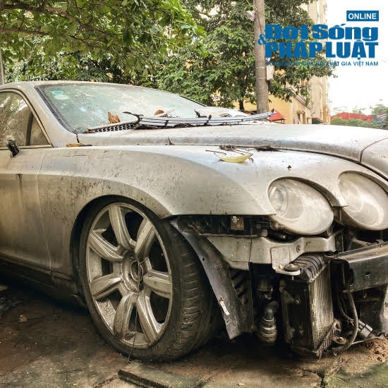 Hà Nội: Xót xa nhìn Bentley, BMW tiền tỷ bị chủ nhân bỏ quên, chịu cảnh dầm mưa, dãi nắng - Ảnh 3.