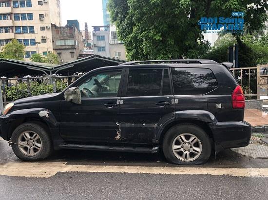 Hà Nội: Xót xa nhìn Bentley, BMW tiền tỷ bị chủ nhân bỏ quên, chịu cảnh dầm mưa, dãi nắng - Ảnh 14.