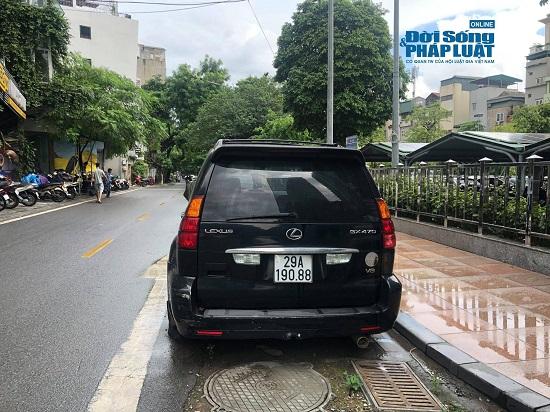 Hà Nội: Xót xa nhìn Bentley, BMW tiền tỷ bị chủ nhân bỏ quên, chịu cảnh dầm mưa, dãi nắng - Ảnh 16.
