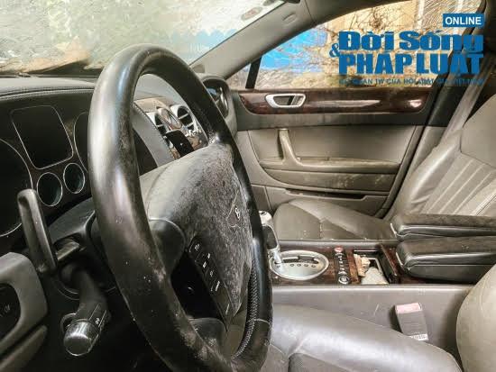 Hà Nội: Xót xa nhìn Bentley, BMW tiền tỷ bị chủ nhân bỏ quên, chịu cảnh dầm mưa, dãi nắng - Ảnh 6.