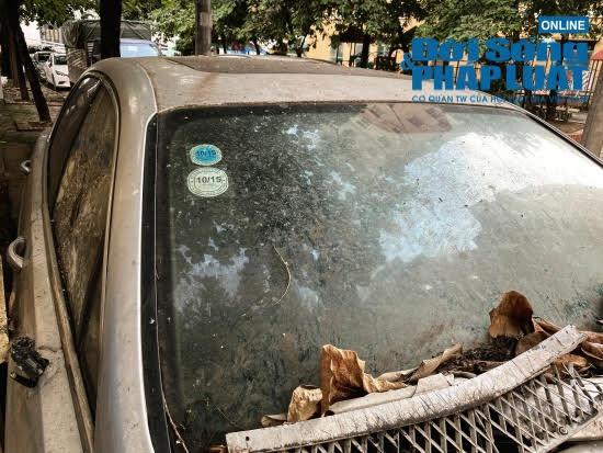 Hà Nội: Xót xa nhìn Bentley, BMW tiền tỷ bị chủ nhân bỏ quên, chịu cảnh dầm mưa, dãi nắng - Ảnh 5.