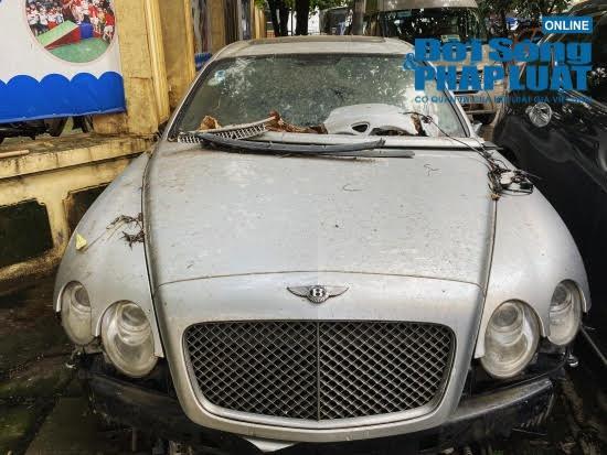 Hà Nội: Xót xa nhìn Bentley, BMW tiền tỷ bị chủ nhân bỏ quên, chịu cảnh dầm mưa, dãi nắng - Ảnh 2.