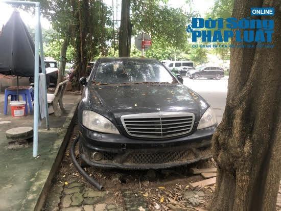 Hà Nội: Xót xa nhìn Bentley, BMW tiền tỷ bị chủ nhân bỏ quên, chịu cảnh dầm mưa, dãi nắng - Ảnh 8.