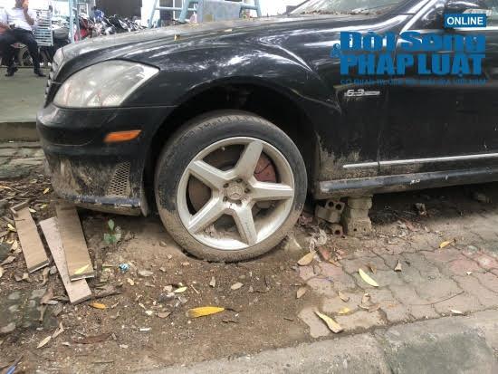 Hà Nội: Xót xa nhìn Bentley, BMW tiền tỷ bị chủ nhân bỏ quên, chịu cảnh dầm mưa, dãi nắng - Ảnh 9.