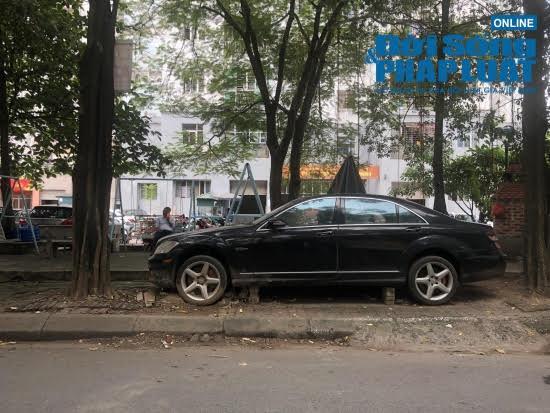 Hà Nội: Xót xa nhìn Bentley, BMW tiền tỷ bị chủ nhân bỏ quên, chịu cảnh dầm mưa, dãi nắng - Ảnh 7.