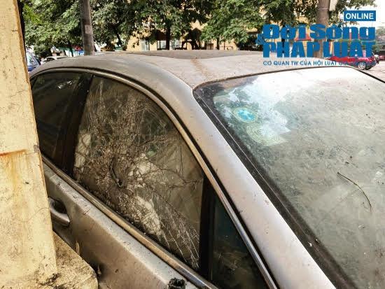 Hà Nội: Xót xa nhìn Bentley, BMW tiền tỷ bị chủ nhân bỏ quên, chịu cảnh dầm mưa, dãi nắng - Ảnh 4.