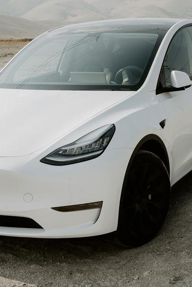 Nóc xe Tesla bị thổi bay khi đang chạy, nạn nhân hỏi Elon Musk: Sao ông không cho tôi biết nó là xe mui trần? - Ảnh 2.