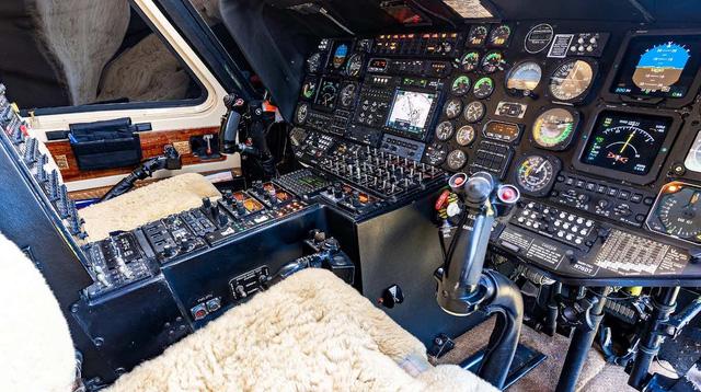Khoang buồng lái dành cho 2 phi công. (Ảnh: Aero Aset)