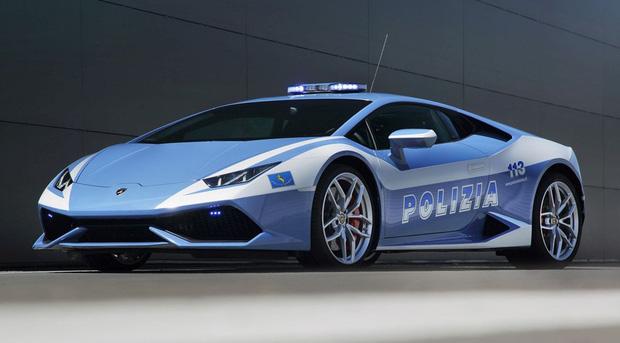Cảnh sát Ý được trang bị siêu xe Lamborghini 16 tỷ - Ảnh 3.