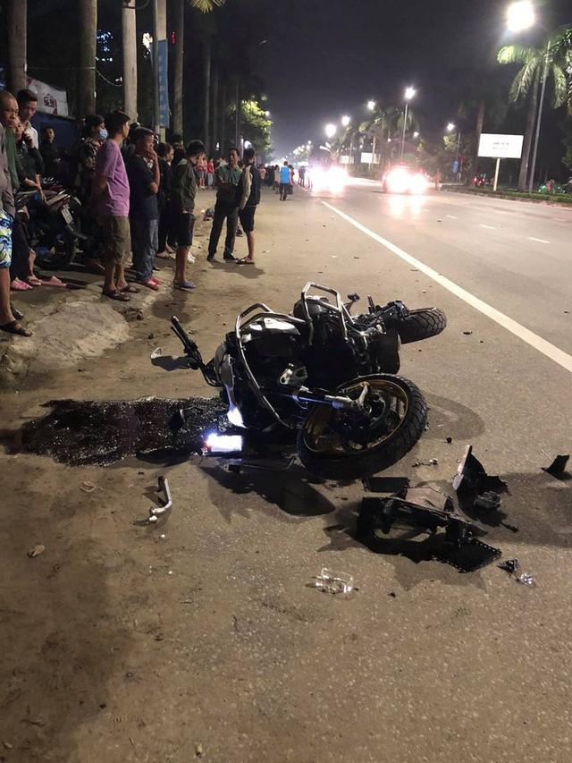 Clip ghi lại hoảnh khắc kinh hoàng khi mô tô BMW tông vào xe máy văng hàng chục mét rồi bốc cháy trên đường - Ảnh 3.