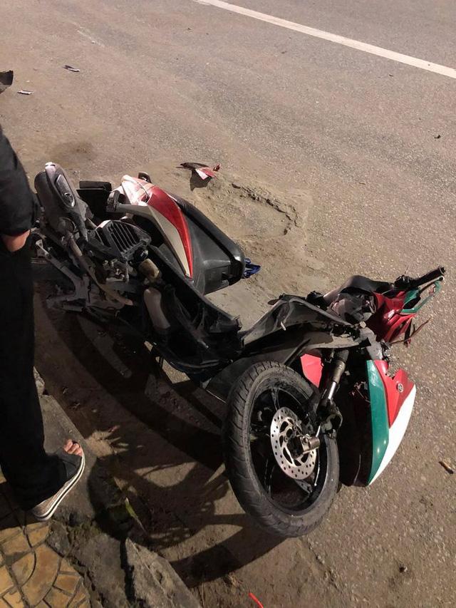 Clip ghi lại hoảnh khắc kinh hoàng khi mô tô BMW tông vào xe máy văng hàng chục mét rồi bốc cháy trên đường - Ảnh 4.