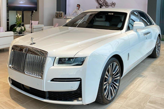Rộ tin Rolls-Royce Ghost 2021 đầu tiên lên đường về Việt Nam, cập bến ngày đầu năm sau