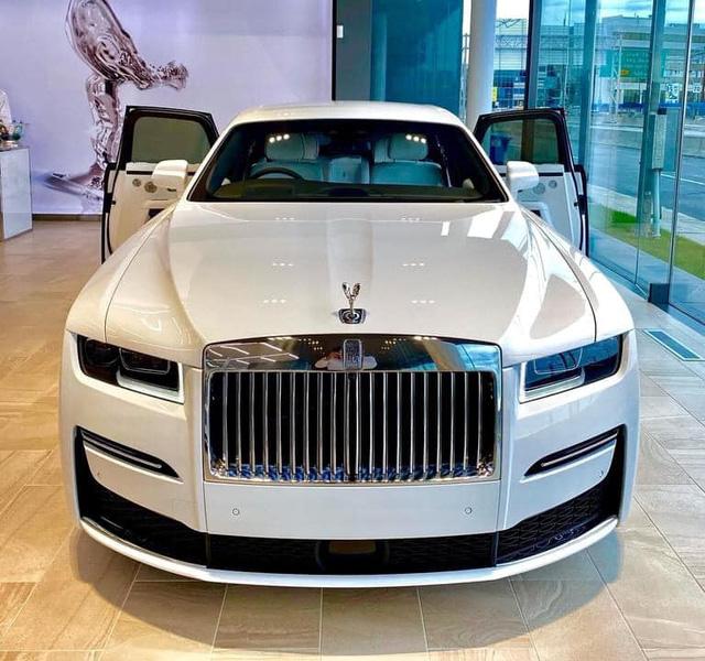 Rộ tin Rolls-Royce Ghost 2021 đầu tiên lên đường về Việt Nam, cập bến ngày đầu năm sau - Ảnh 5.