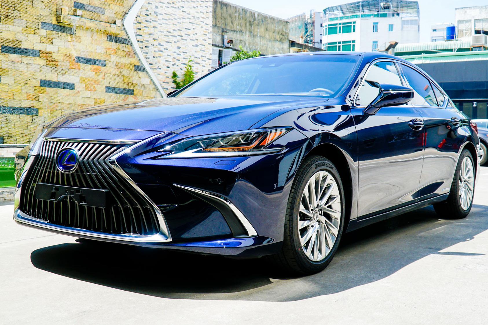 Lexus ES 2021 ra mắt Việt Nam: Thêm 2 tính năng, chưa có dẫn động bốn bánh, giá từ 2,54 tỷ đồng, cạnh tranh E-Class