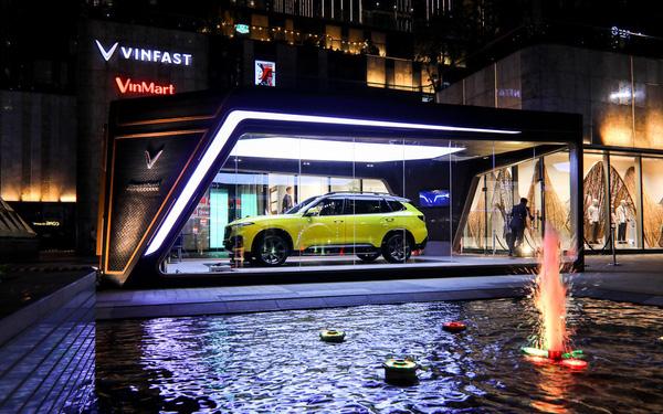 Siêu xe Bugatti La Voiture Noire được đóng hộp đón Giáng sinh, cách làm gợi liên tưởng tới VinFast President - Ảnh 6.
