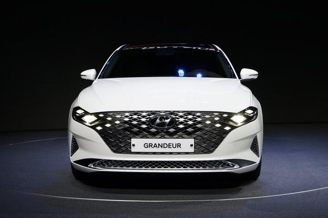 Dân Hàn đổ xô mua mẫu xe này của Hyundai: To ngang Mercedes E-Class, giá quy đổi 650 triệu đồng - Ảnh 1.