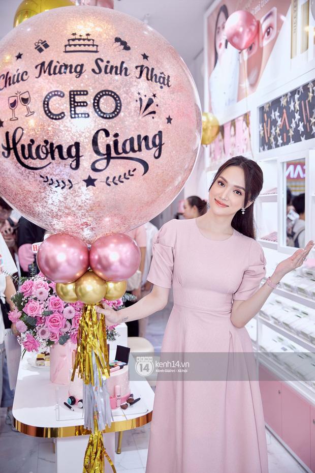 Hương Giang đi siêu xe 8 tỷ Matt Liu tặng và đeo nhẫn kim cương khủng dự sự kiện, thần sắc gây chú ý hậu drama với antifan - Ảnh 7.