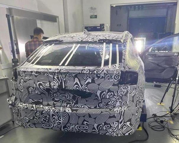 Ford Mondeo hồi sinh: Kiểu dáng lạ lùng, nội thất sang chảnh với màn hình siêu dài - Ảnh 2.