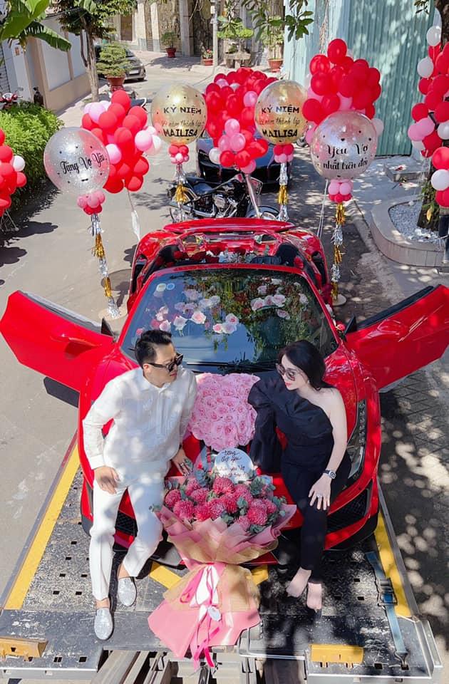 Không phải siêu phẩm Ferrari SF90 Stradale như đồn đoán, đây mới chính xác là chiếc xe doanh nhân Hoàng Kim Khánh tặng vợ - Ảnh 3.