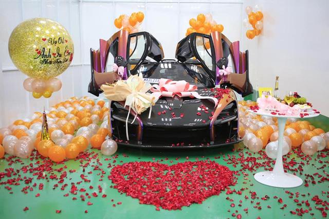 Đẳng cấp đại gia 1 năm tặng vợ 2 siêu xe: Một xe 60 tỷ, xe còn lại ở Việt Nam chưa ai có  - Ảnh 4.