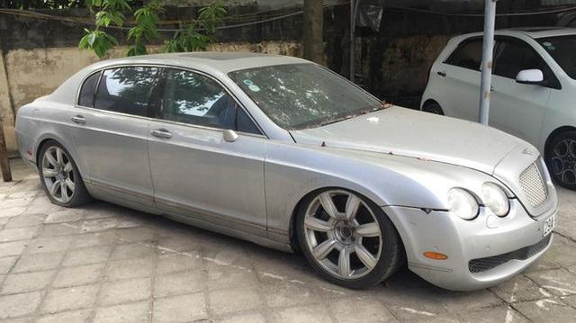 'Siêu phẩm' một thời Bentley Continental xuất hiện trên phố Hà Nội trong tình trạng vỡ nát, vài chi tiết còn sót lại gây ngạc nhiên - Ảnh 2.