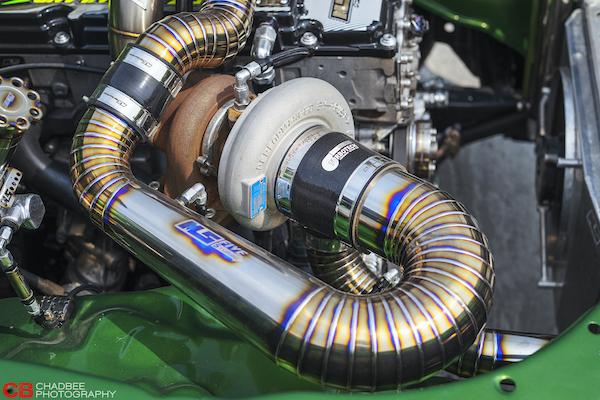 Choáng ngợp trước Isuzu D-Max độ khủng hơn siêu xe Bugatti Chiron