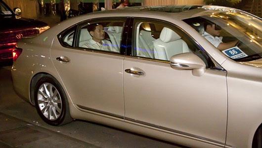 Ủng hộ 36 tỷ cho nhà nước, vua hàng hiệu Johnathan Hạnh Nguyễn còn gây choáng với bộ sưu tập xe tiền tỷ - Ảnh 13.