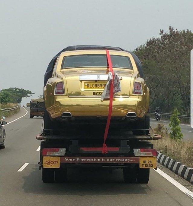 Đại gia mua Rolls-Royce Phantom về làm... taxi, diện hẳn bộ cánh mạ vàng thể hiện độ chịu chơi - Ảnh 1.