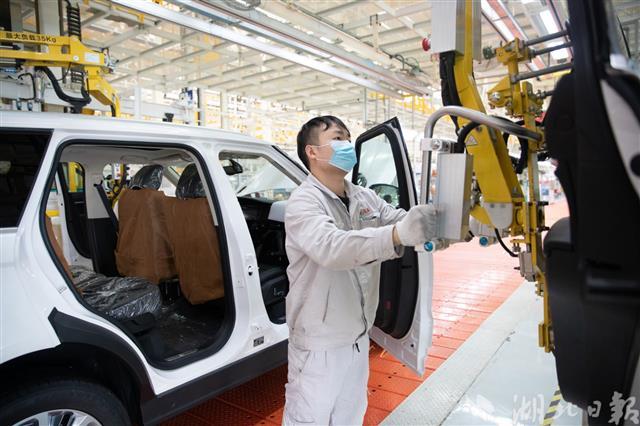 Lộ diện lô xe Trung Quốc mới trên đường về Việt Nam: Nhái trắng trợn Range Rover, giá rẻ bằng 1/10 hàng xịn, lắp ráp giữa 'tâm dịch' - Ảnh 1.