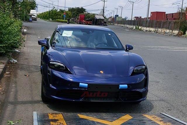 Porsche Taycan đầu tiên về Việt Nam - Siêu phẩm nhanh, mạnh hơn nhiều siêu xe khủng của đại gia Việt - Ảnh 1.