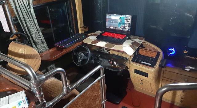 Game thủ biến xe khách cũ thành góc chơi game có một không hai - Ảnh 1.