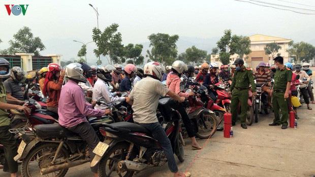 Hà Nội: Không bán xăng dầu cho người mua bằng can để tích trữ - Ảnh 1.