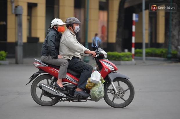 Cách ly xã hội 15 ngày để chống COVID-19, liệu người dân có nên về quê bằng xe riêng? - Ảnh 6.