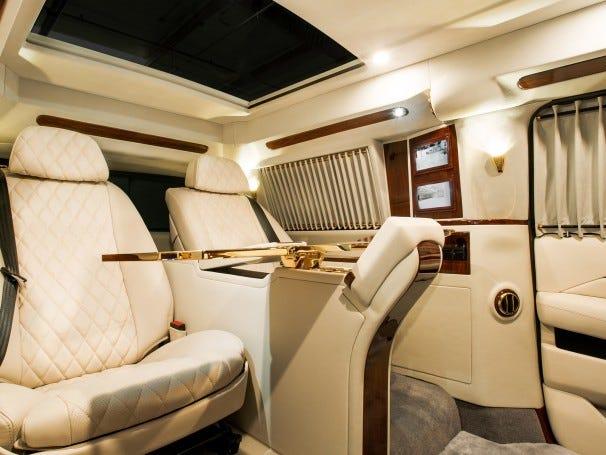 Cadillac Escalade ngoài bọc thép, trong dát vàng giá 500.000 USD cùng 5 bản độ chất ngất khác làm siêu lòng giới siêu giàu  - Ảnh 4.