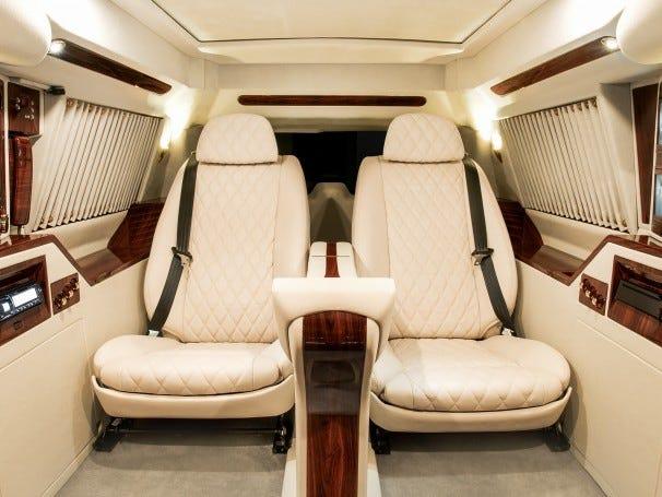 Cadillac Escalade ngoài bọc thép, trong dát vàng giá 500.000 USD cùng 5 bản độ chất ngất khác làm siêu lòng giới siêu giàu  - Ảnh 5.